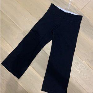Solid black lululemon 3/4 crop pants